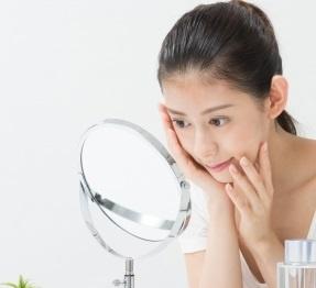 アルブチンは敏感肌でも安心して使用できる美白成分
